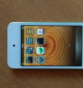 Apple iPod touch 4 8 Gb White (MD057RR/A)