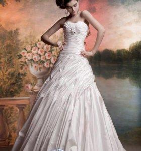 Дизайнерское свадебное платье.