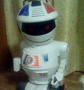Робот радиоуправляемый.