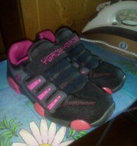 Кросовки для девочки. Размер 31