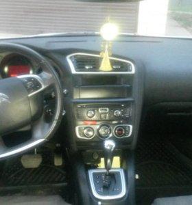 Автомобиль Ситроен С4