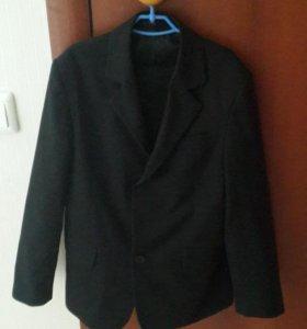 Школьный костюм и другие вещи на мальчика