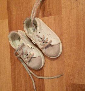 Детские кроссовки 20 размер ,Зара .кожа .