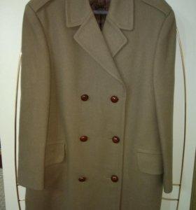 Фирменное,мужское пальто