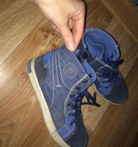 Обувь (кеды)