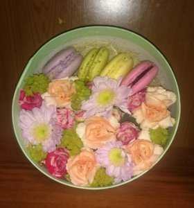 Коробочки с цветами и макарони