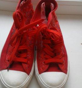 Красные ажурные кеды