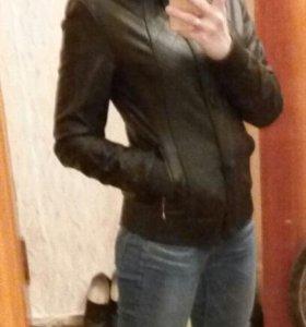 Кожаная куртка,женская.
