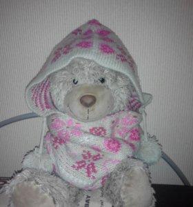 Шапка-шарф с пумпонами