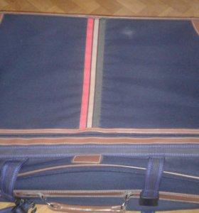 Продам чемодам на колесиках