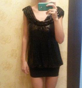 Платье в пайетках.
