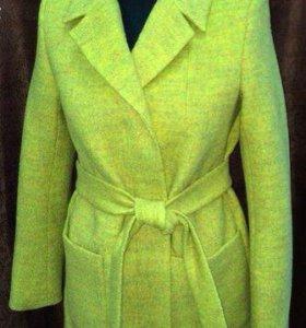 Распродаю новые женские осенние пальто
