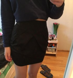 Необычная юбка на высокой талии новая