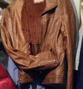 Кожанная куртка Bershka