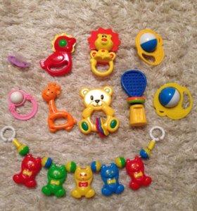 Погремушки и игрушки для малыша