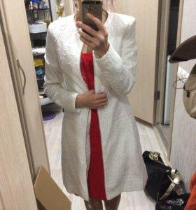 Трендовое кружевное пальто