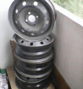 Продам диски размером р14. Разболтовка 4 на 100..