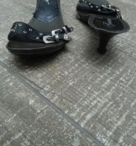 Босоножки с каблуком
