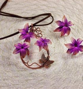 Медный комплект с цветочками из полимерной глины.