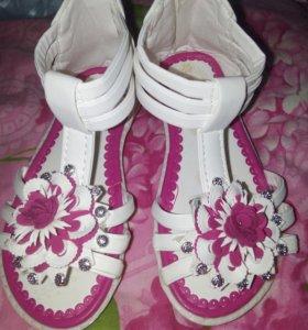 Детские сандалики новые!!!