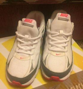 Кроссовки Nike 38,5 размер