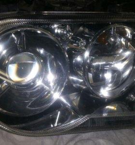 Chrysler 300c Фара правая +левая оригинал