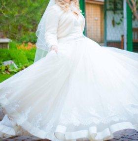 Свадебное платье, шубка, перчатки и туфли.