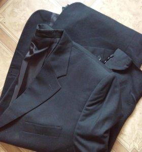1 пиджак, 2 брюк, 1 джинсы
