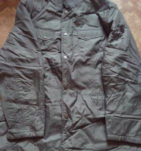 Продам курта демисезонная + рубашка в подарок.