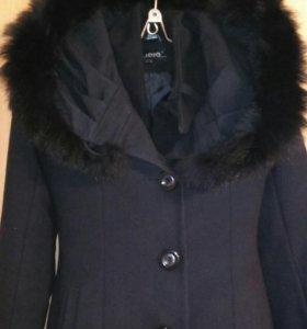 Зимнее пальто,практически новое в отличном сост.