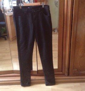 Новые черные штаны с пайетками