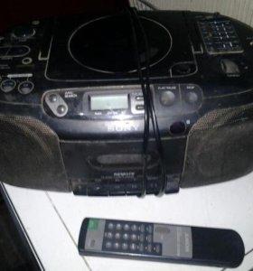 Бумбокс Sony с пультом