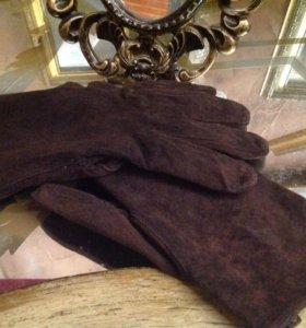 Перчатки замшевые.