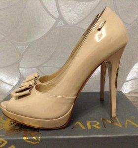 Лаковые туфли из натуральной кожи
