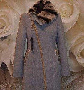 Новые зимние пальто с натуральный мехом