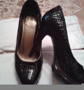 Продам босоножки и туфли