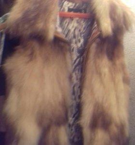Меховая жилетка из меха лисы