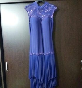 Платье б/у в хорошем состоянии.