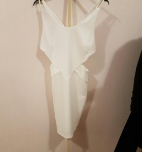 Платье белое 42-44