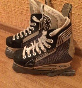 Коньки хоккейные. Размер 32