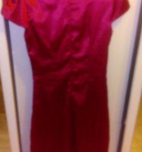 Платье из плотного атласа