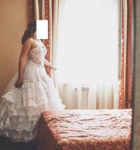 Свадебное Платье с подьюбником и фатой