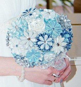 Свадебные букеты,бутаньерки и подставки под кольца