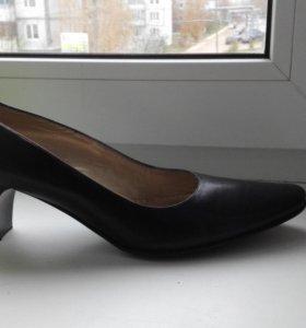 Кожаные туфли 37 и 39 размер