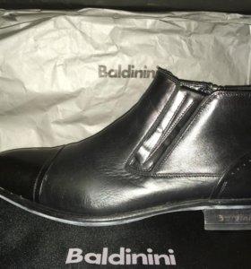 Зимние кожаные ботинки на цигейке фирмы Baldinini