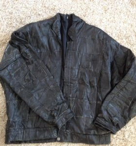 Курточка черная кожаная. Размер 48