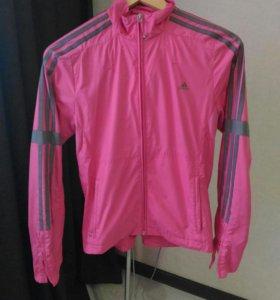 Фирменная спортивная женская куртка
