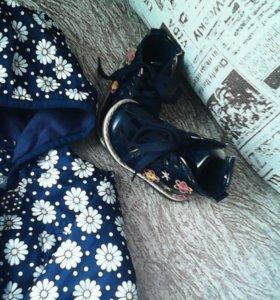 Ветровка, ботиночки, беретик и снуд.