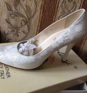 Новые белые туфли 36  + украшения в подарок