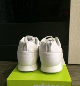 Кроссовки Adidas Neo.